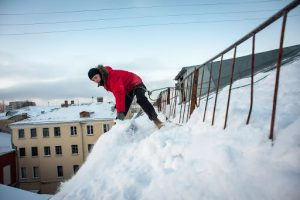 Очистка крыш от снега и других образований