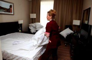 Почему необходимо проводить уборку гостиниц
