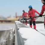 Технологии и специфика очистки крыш от снега