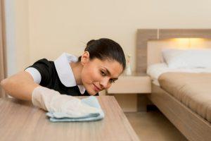 Кто занимается уборкой номеров в отеле